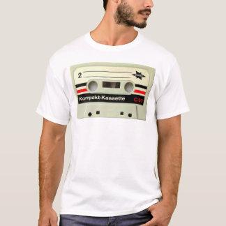 T-shirt de blanc d'enregistreur à cassettes