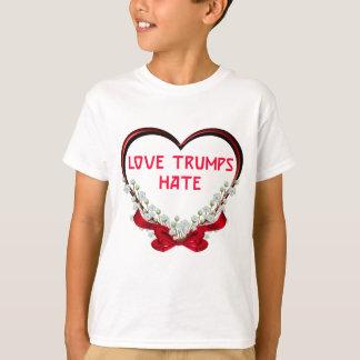 T-shirt de cadeau de Donald de haine d'atouts