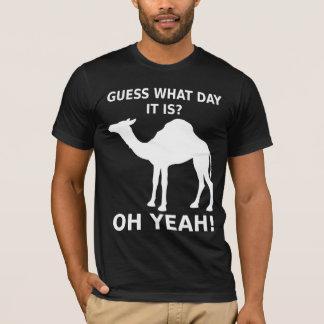 T-shirt de chameau de journée en milieu de semaine