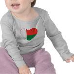 T-shirt de coeur de drapeau du Madagascar