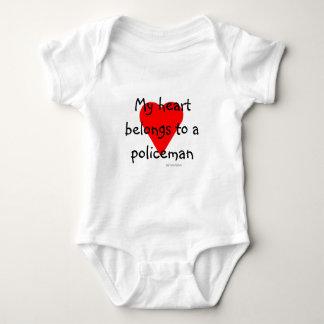 T-shirt de coeur de policier