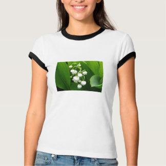 T-shirt de femme de fleurs blanches