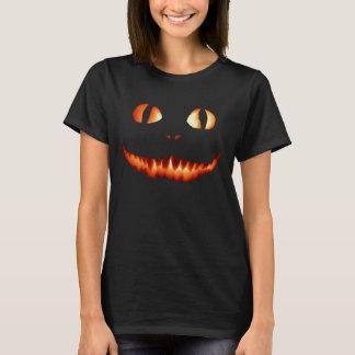 T-shirt de femmes de chat du feu
