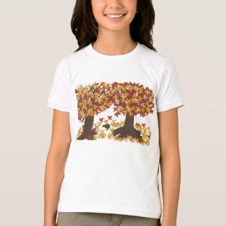 T-shirt de filles d'arbres d'automne