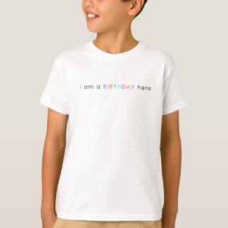 T-shirt de garçons je suis un héros d'anniversaire