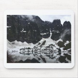 T-shirt de lac snowy tapis de souris
