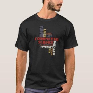T-shirt de l'informatique sur l'obscurité