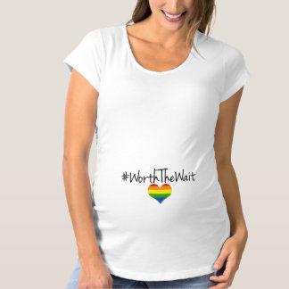 T-Shirt De Maternité En valeur le bébé d'arc-en-ciel d'attente