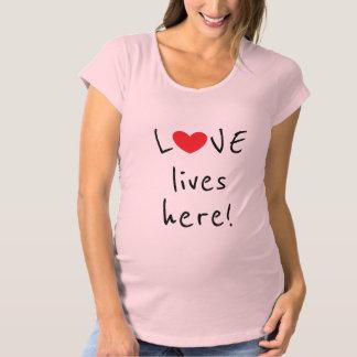 T-Shirt De Maternité L'amour vit ici la citation la plus mignonne