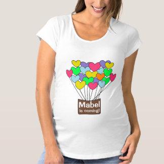 T-Shirt De Maternité Les ballons colorés de coeur ont personnalisé le