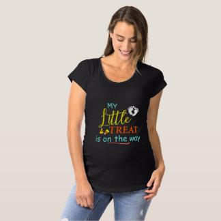 T-Shirt De Maternité Peu de festin est sur la maternité de Halloween de