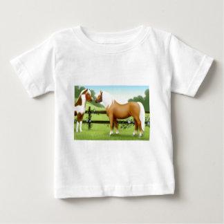 T-shirt de nourrisson d'amis de cheval