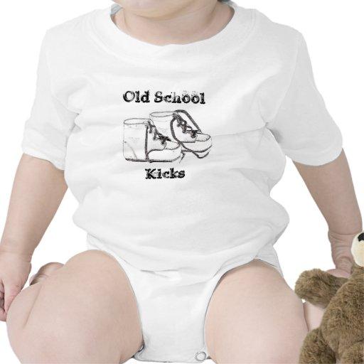 T-shirt de nourrisson de chaussures de bébé