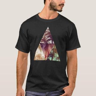 T-shirt de paradis de paumes de hippie de triangle