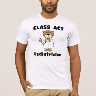 T-shirt de pédiatre d'acte de classe d'ours