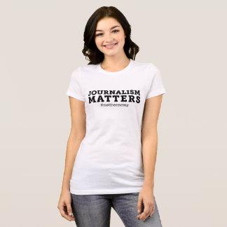 T-shirt de sujets du journalisme des femmes