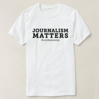 T-shirt de sujets du journalisme des hommes