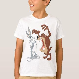 T-shirt ™ de TAZ™ et de BUGS BUNNY reculant pas même -