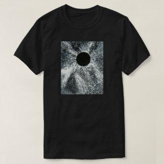 T-shirt de trou noir, hommes foncés