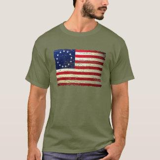 T-shirt déchiré en lambeaux par cru de drapeau
