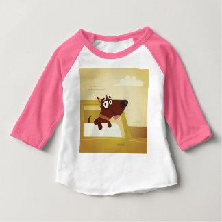 T-shirt d'enfants de concepteurs avec le petit