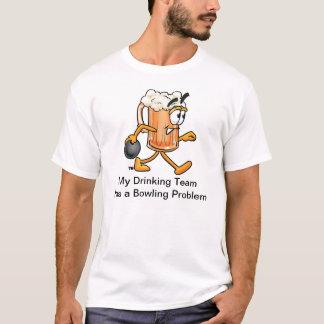 T-shirt d'équipe de bowling avec la tasse de bière
