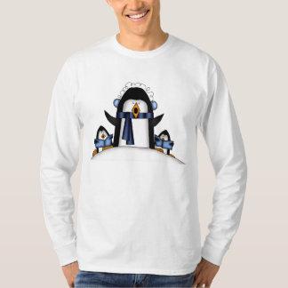 T-shirt des vacances des hommes de pingouin de