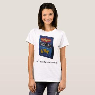 T-shirt détendez juste ont un dorite