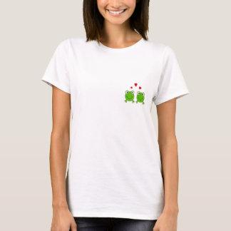 T-shirt Deux grenouilles vertes avec les coeurs rouges