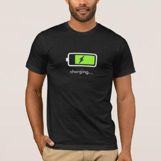 T-shirt d'icône de chargement de batterie