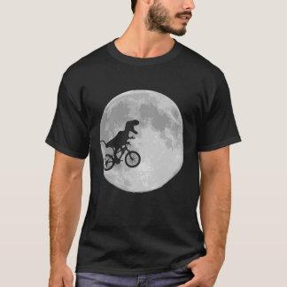 T-shirt Dinosaure sur un vélo en ciel avec la lune