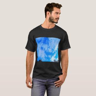 T-shirt d'obscurité de ciel bleu