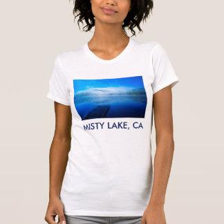 T-shirt Dock sur le lac brumeux calme, la Californie