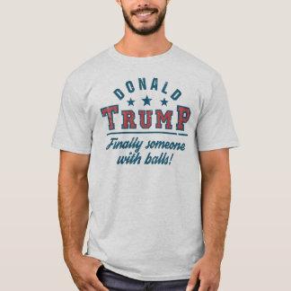 T-shirt Donald Trump enfin quelqu'un avec des boules !