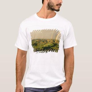 T-shirt Double arc-en-ciel au-dessus de canyon peint en