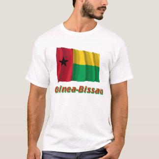 T-shirt Drapeau de ondulation de la Guinée-Bissau avec le