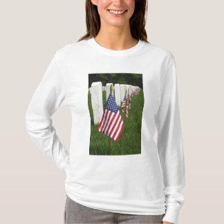 T-shirt Drapeaux américains sur des tombes des vétérans