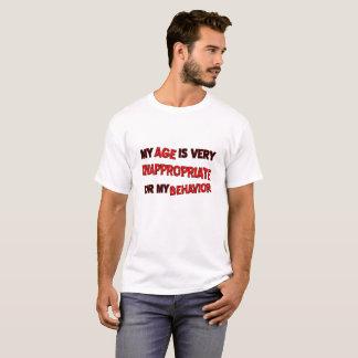 T-shirt drôle de comportement inadéquat d'âge