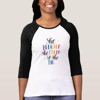 T-shirt Elle a cru qu'elle pourrait… Ainsi elle a fait.
