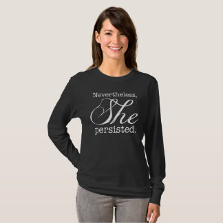 T-shirt Elle a persisté la longue version 3 de douille