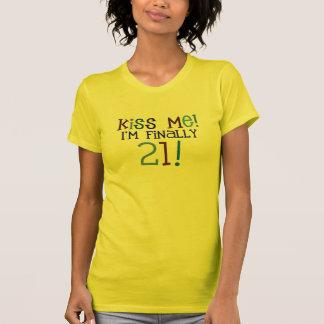 T-shirt Embrassez-moi !  J'ai finalement 21 ans !