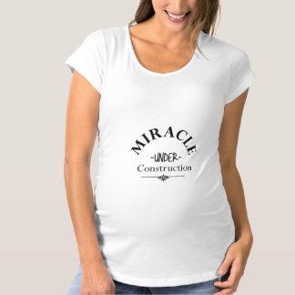 T-shirt en construction de grossesse de miracle