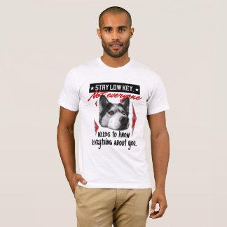 T-shirt enroué discret de blanc de style de séjour