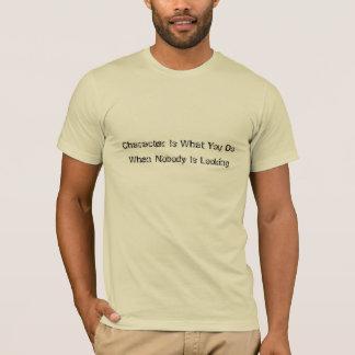 T-shirt Est le caractère ce que vous faites quand personne