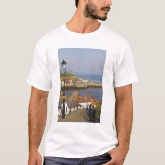 T-shirt Étapes menant vers le bas au port, Whitby, nord