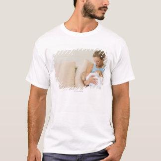 T-shirt Femme allaitant le bébé