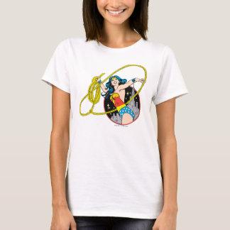 T-shirt Femme de merveille avec l'arrière - plan de ville