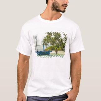 T-shirt Femme sur le petit bateau de pêche traditionnel,