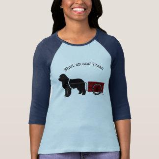 T-shirt Fermez et formez la chemise de chien d'ébauche