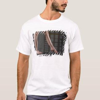 T-shirt Fille marchant sur le faisceau d'équilibre